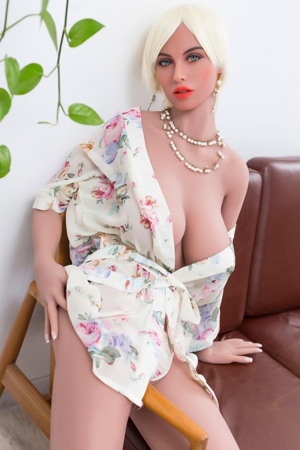Sexpuppe voller Wildheit Katarina