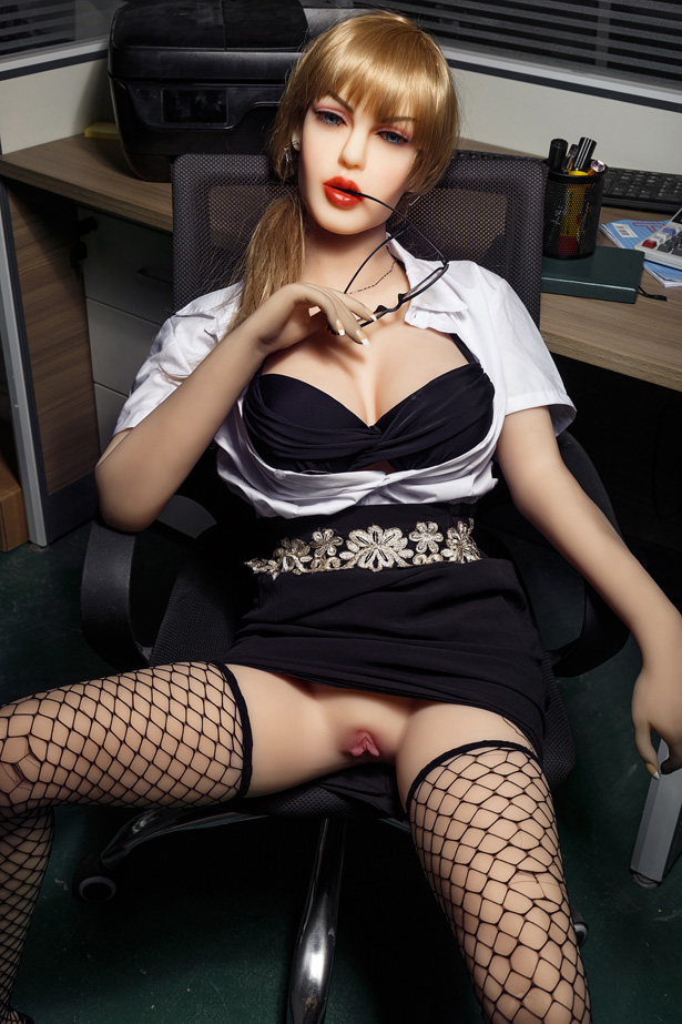 Blonde Sexdoll Regina
