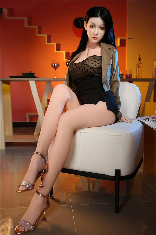 Patrizia-165cm schwarze Sexpuppe mit langen glatten Haaren