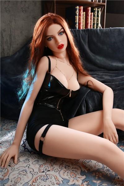 Cosmea-wilde Sexpuppe in enger Lederkleidung