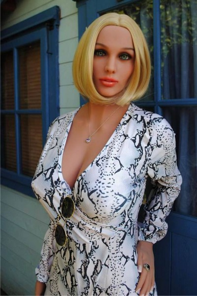 Sex Doll Vollbusige Kaukasische Frau
