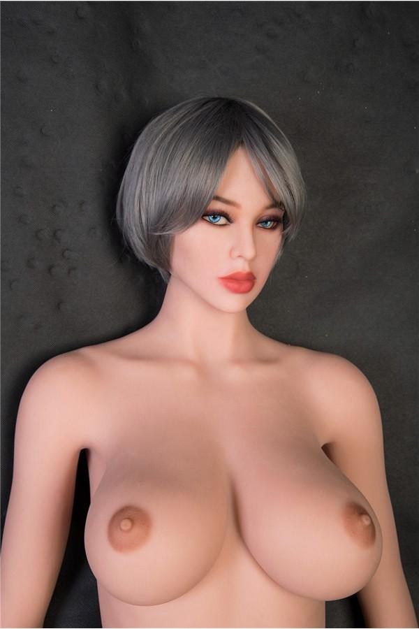 Sexpuppe mit großen Brüsten