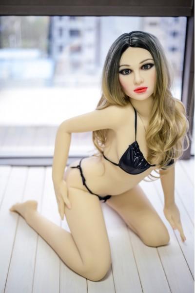 Heidelinde-Lockigem Haar Heiße Sexpuppe im Tanga