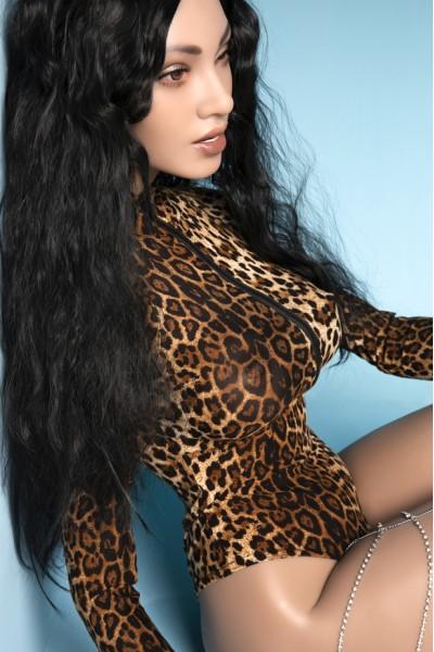 Alina-Zufriedene Sexpuppe im Leopardenkleid
