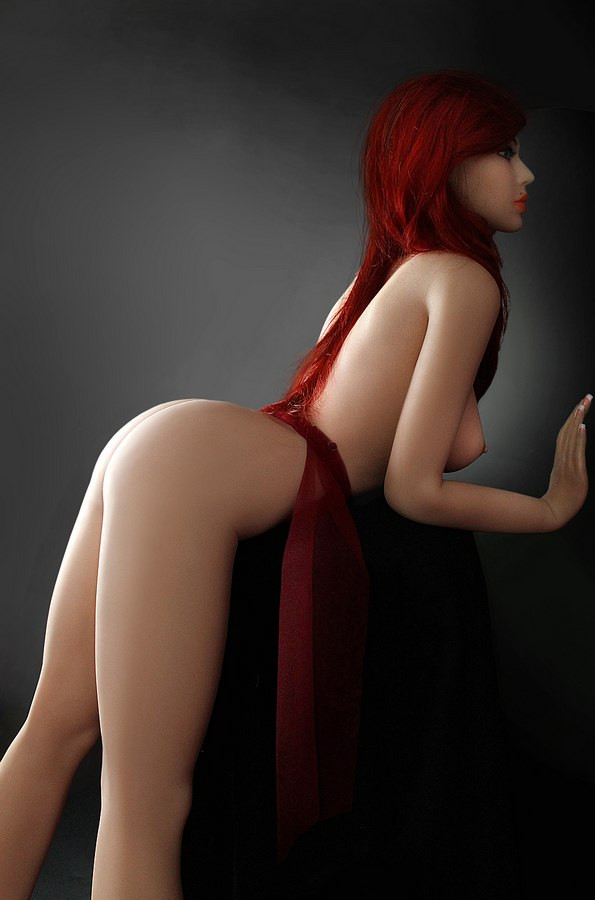Sexpuppe Kleine Titten