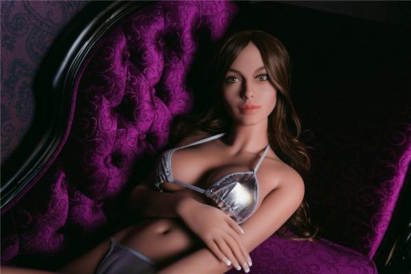 Kleine Titten real doll