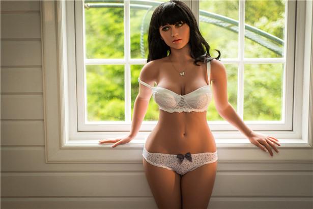 Love Doll , Sylvia die weiße Unterwäsche trägt