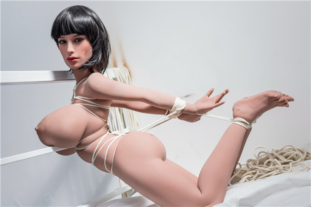 Sex mit Sex puppe im Bett Viktoria