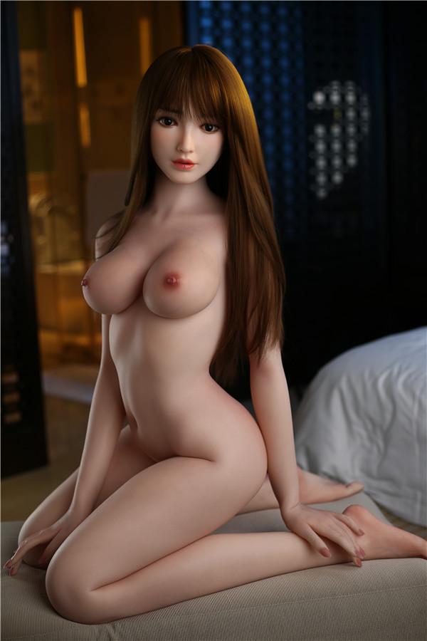 geiles girl Claribel reitet auf sexpuppe