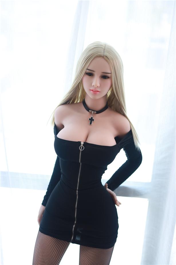 porno Almon mit frauen die mit einer sexpuppe ficken