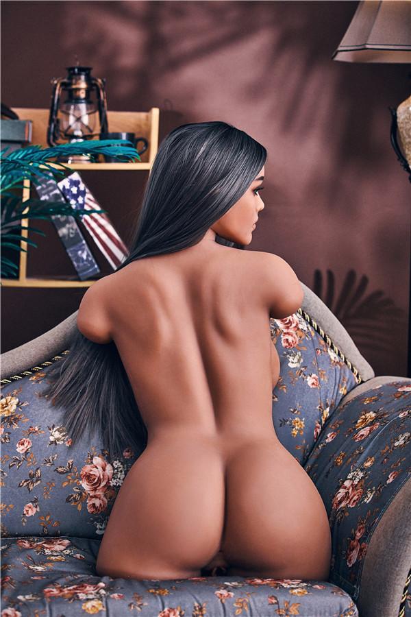 Eine schwarze Liebes torso doll puppe mit heller Haut