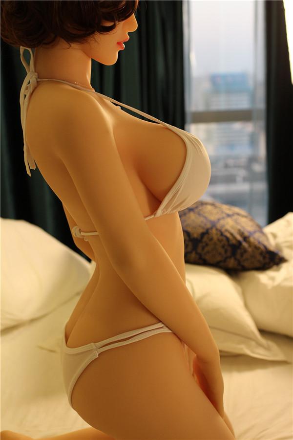 Wenda Sex Puppen in Unterwäsche in der Abenddämmerung